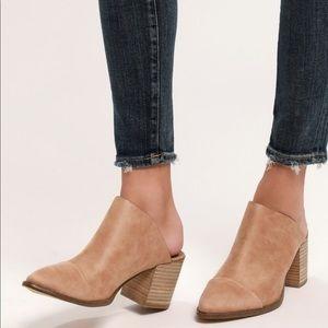 Report Tisha block heel mule size 9